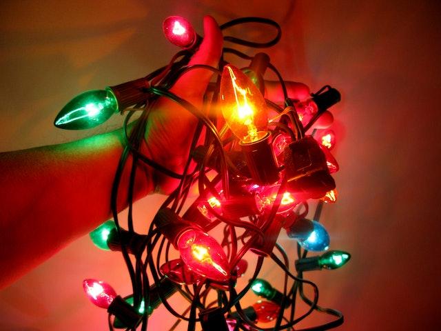 31 Christmas Hacks To Help You Detangle The Lights Bake