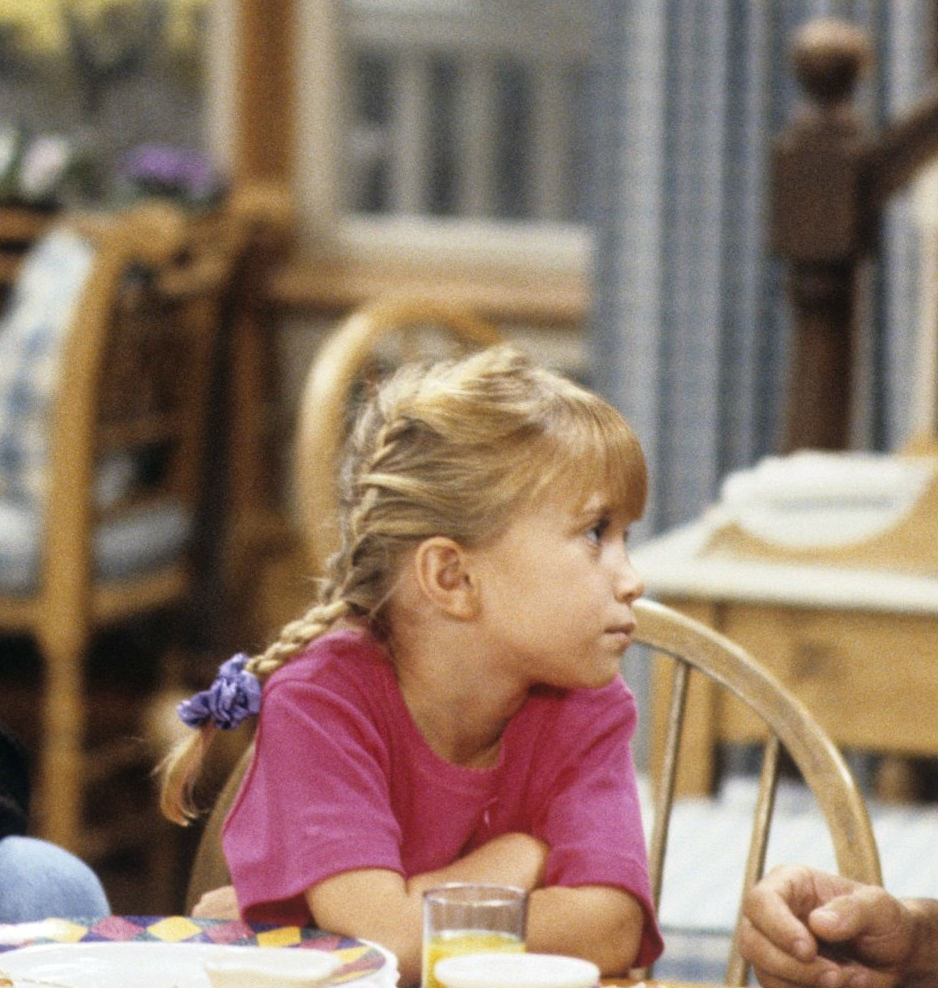 'Fuller House' Threw Some Serious Shade At Mary-Kate And Ashley Olsen