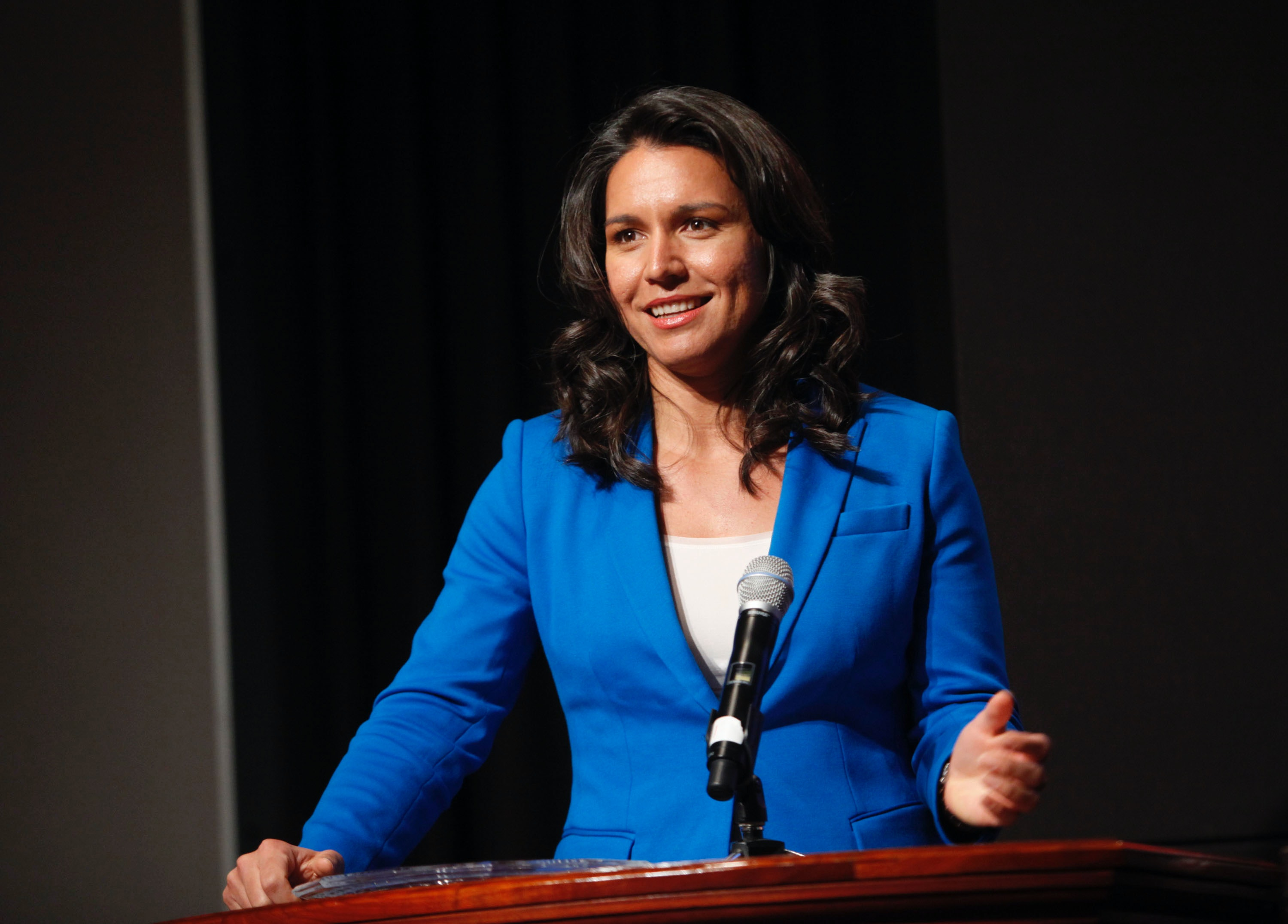 Rep. Tulsi Gabbard resigns as vice chair of DNC to endorse Sanders