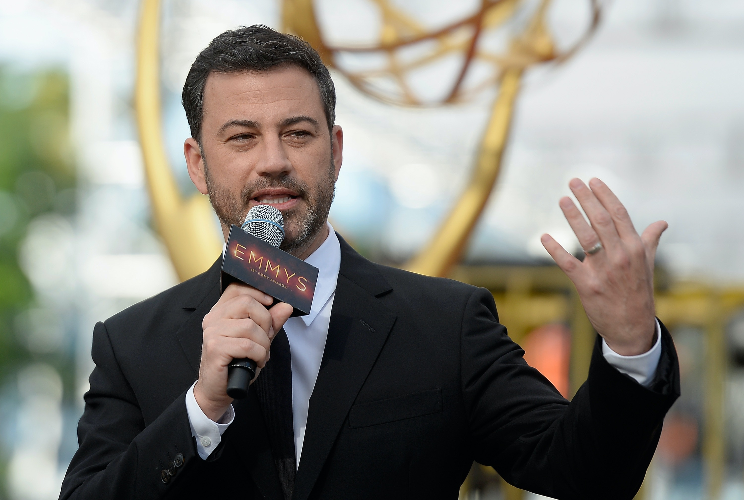 Jimmy Kimmel's mom makes 7000 PB&J sandwiches for the entire Emmys audience