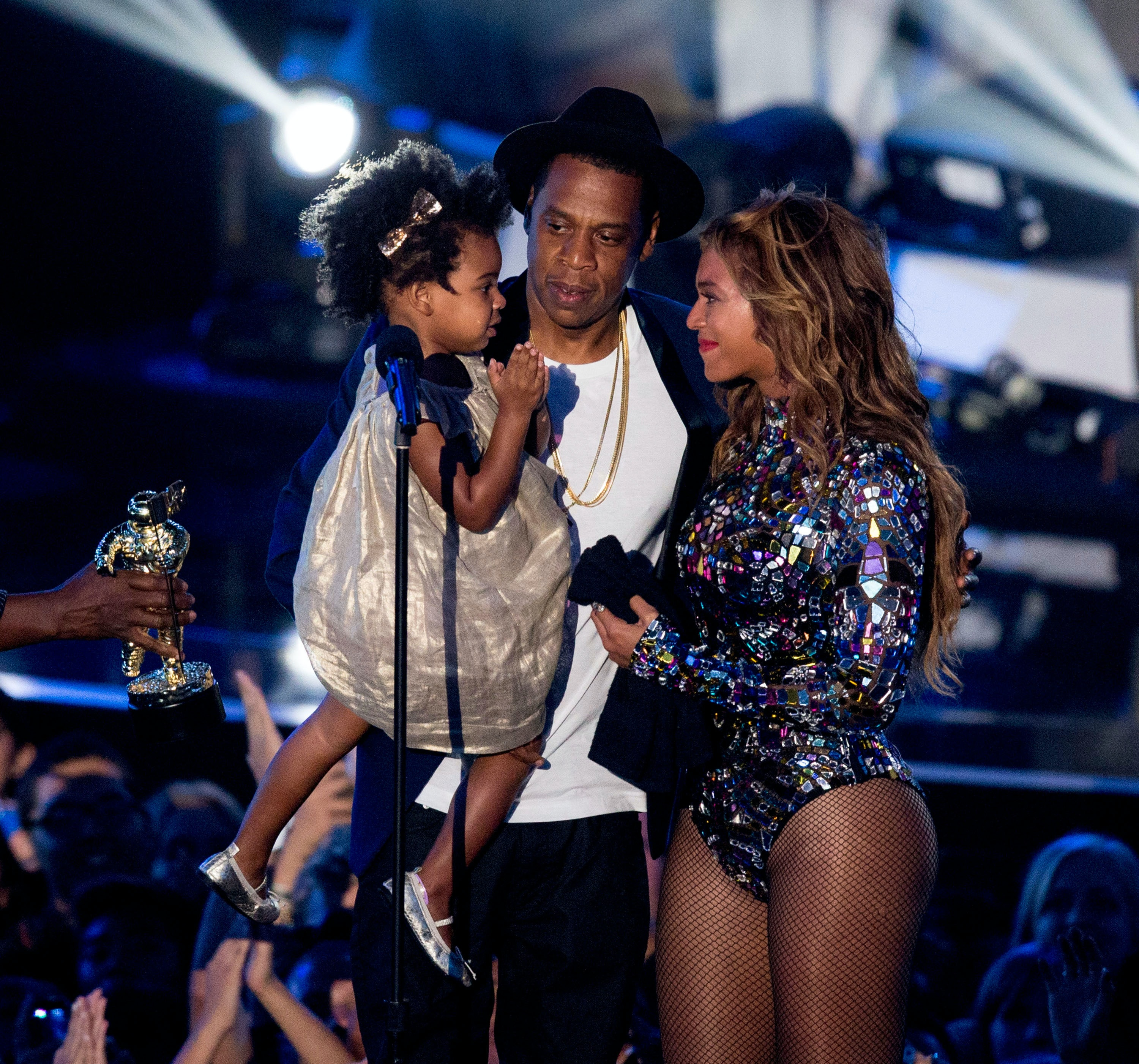 Dressed Like Prince, Blue Ivy Stares Adoringly As Mom Beyonce Performs