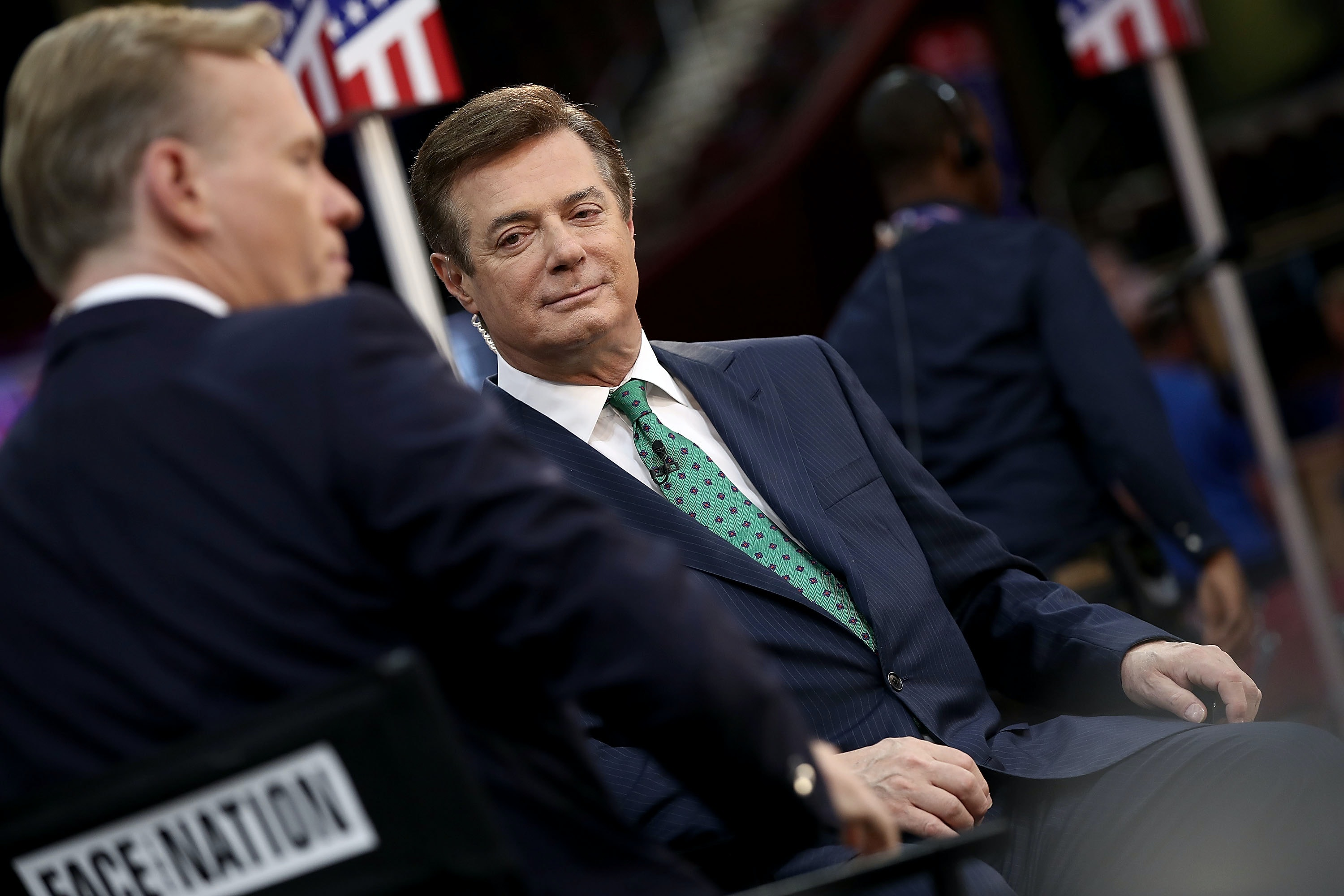 Former Trump campaign chairman Manafort 'to register as foreign agent'