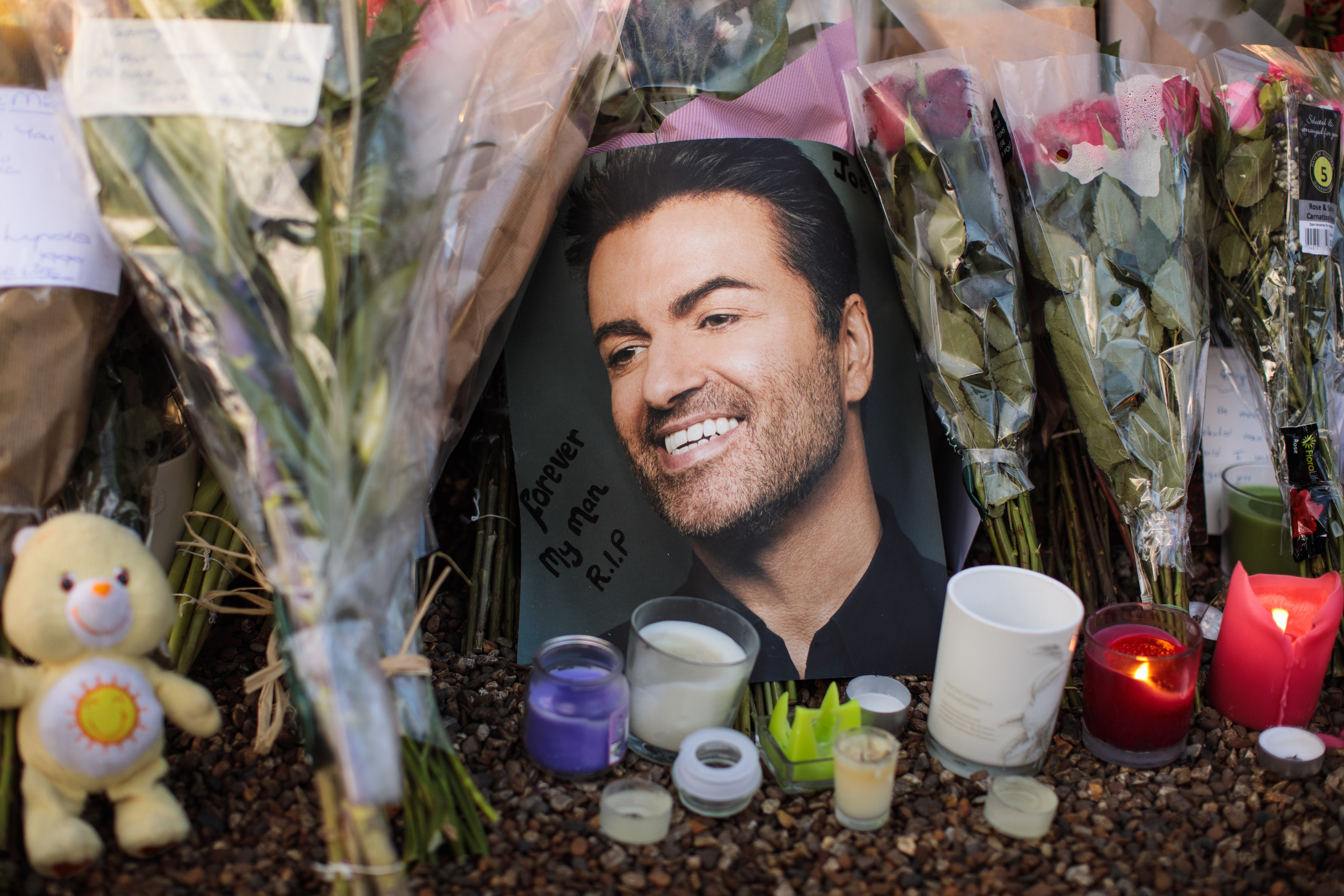 George Michael tops the charts for the first time in years