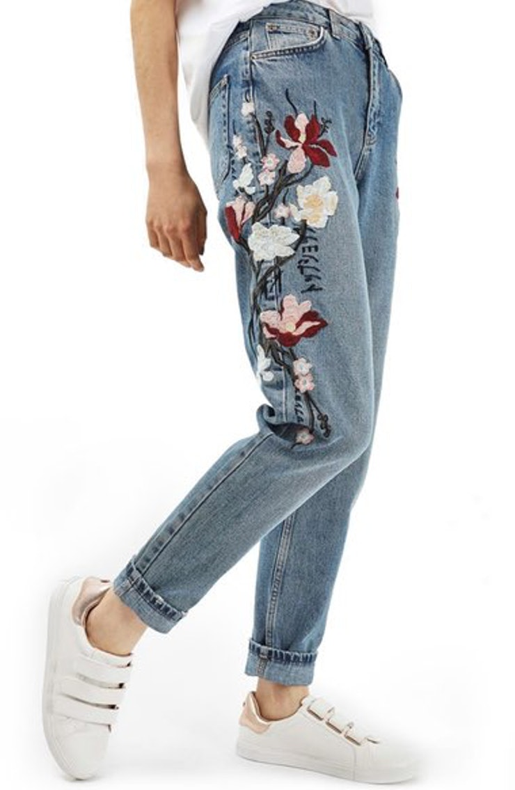 Embroidered jeans for spring that you need in your