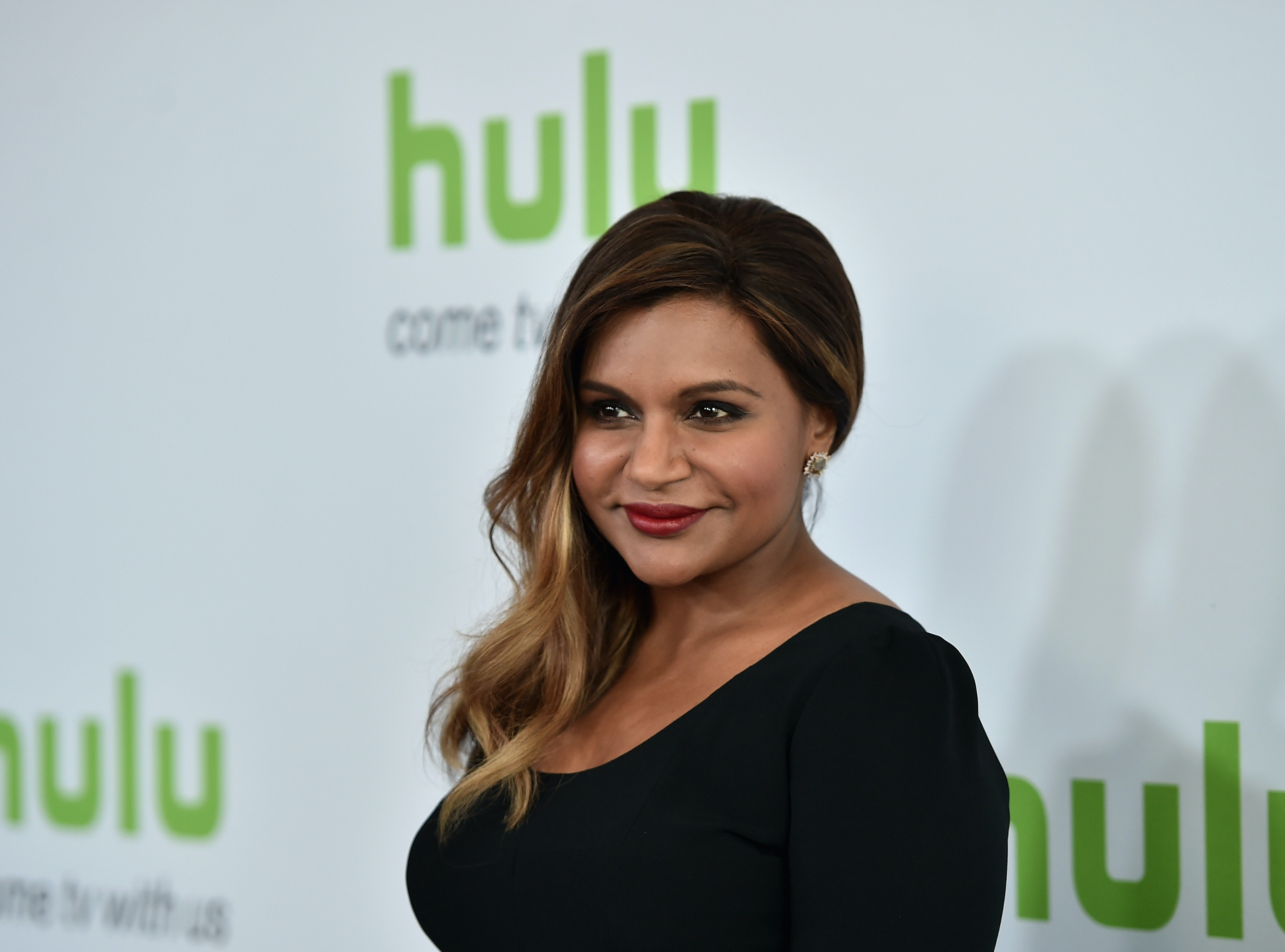 Mindy Kaling Gets A Dinner Date Out Of Dissing Sen. Cory Booker