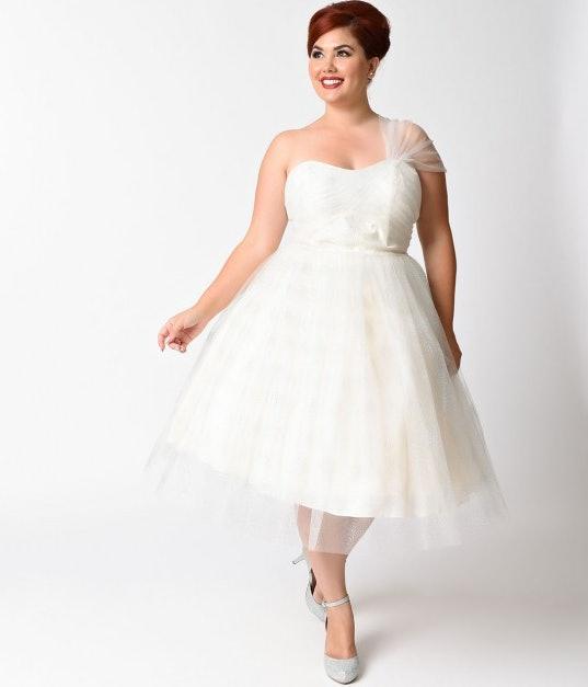 11 Plus Size Wedding Dresses That Are All Unique