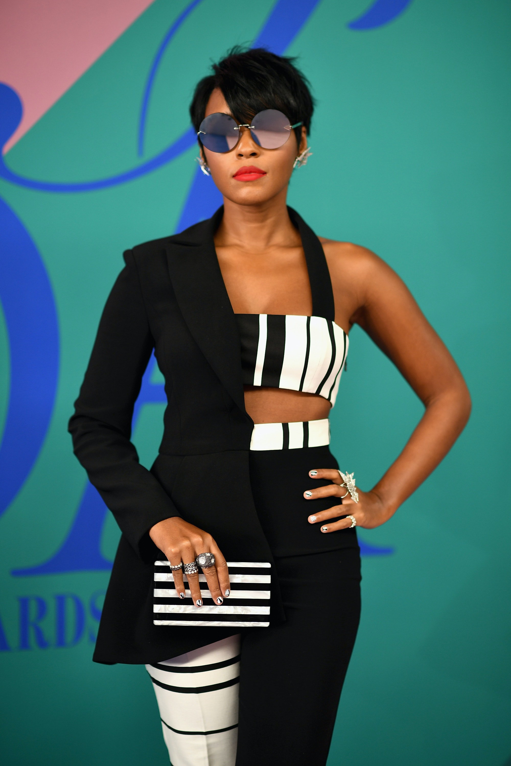 Janelle Monae Cleavage Nude Photos 28