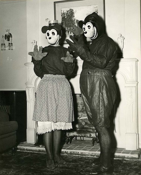Old School Disney World Costumes Will Seriously Give You Nightmares Photos