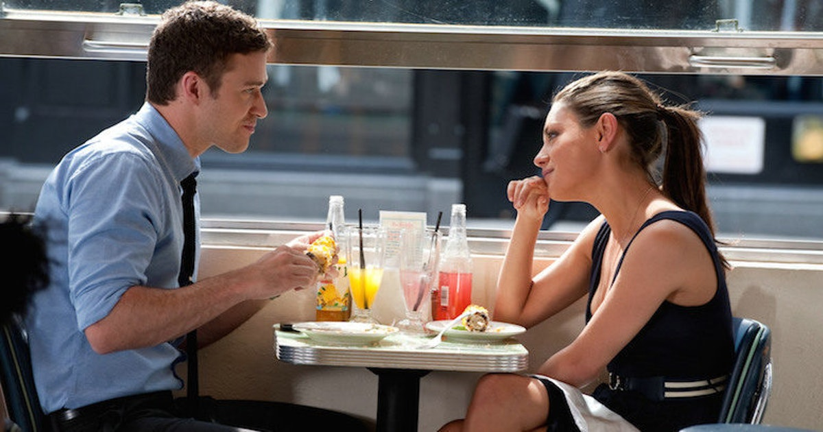 17 reasons why couples who eat together stay together - Amici di letto frasi del film ...