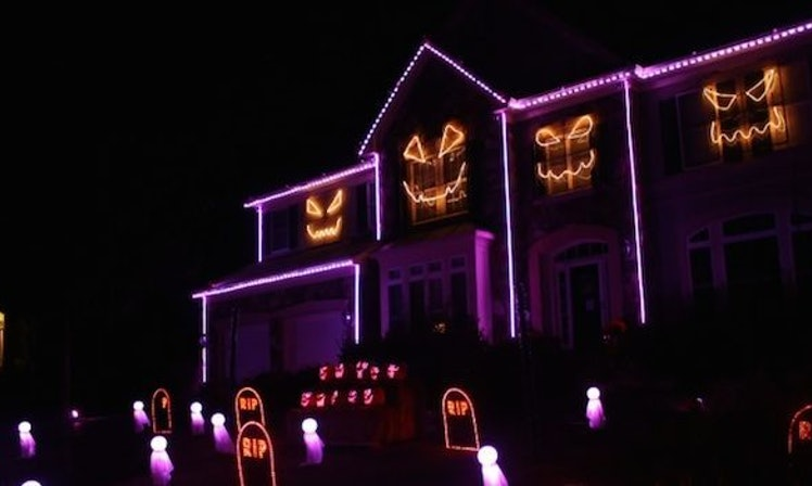 Halloween Light Show Synced To Macklemore's 'Downtown' Is So On ...