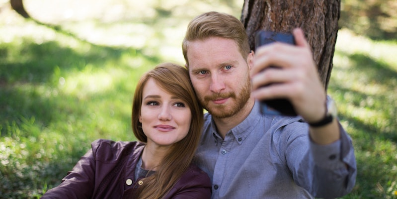 Hogyan kell kezelni egy fiatalabb nővel való randevúkat