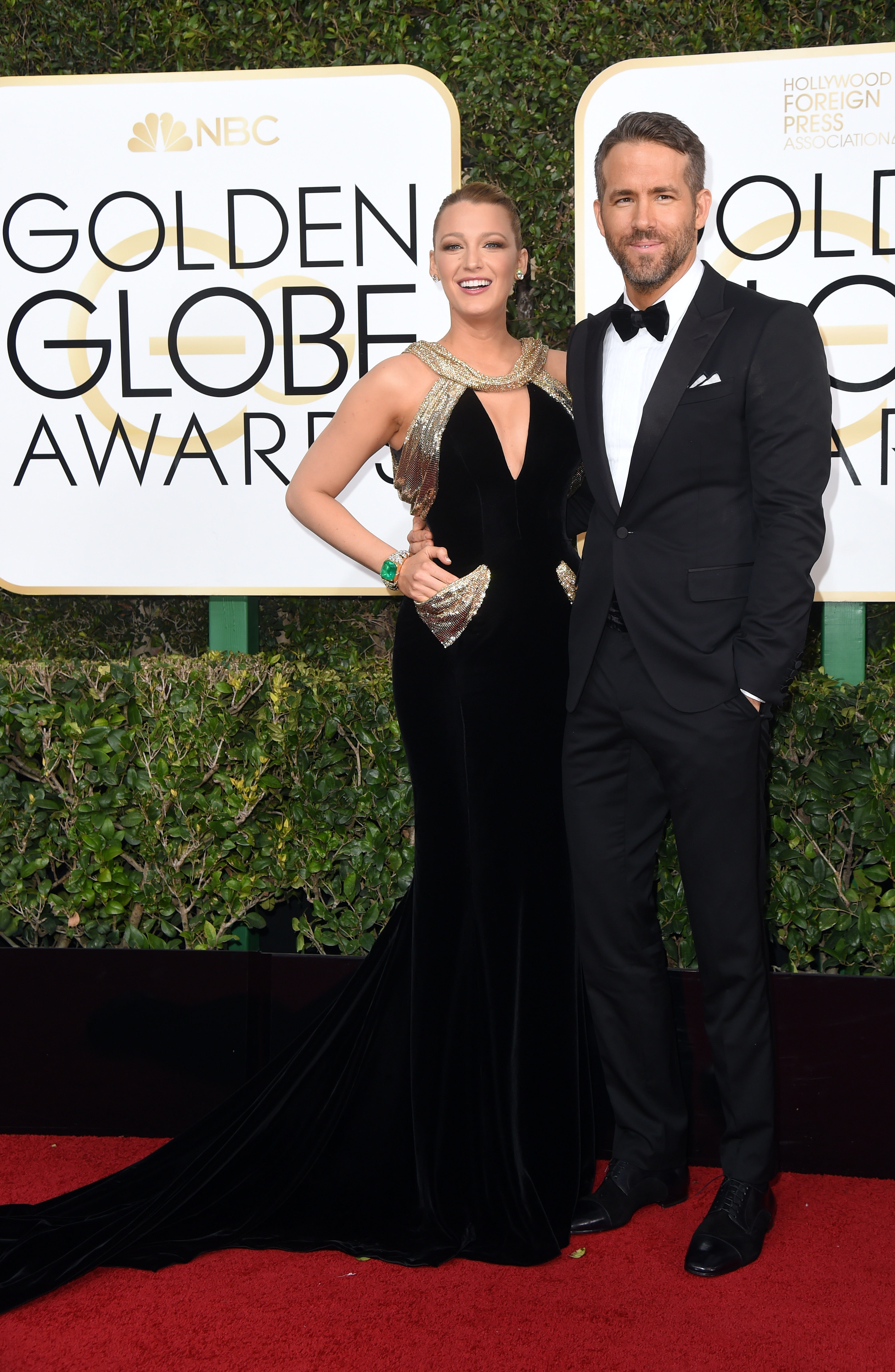blake-lively-ryan-reynolds-golden-globes-red-carpet.jpg (2944×4512)