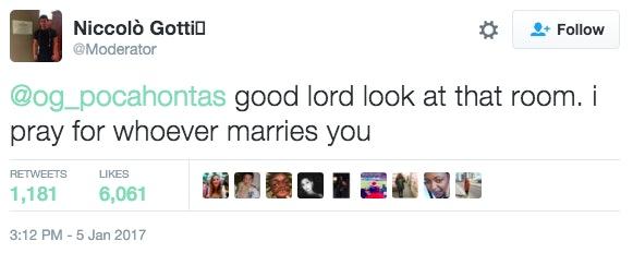 Girl S Twitter Mirror Selfie Goes Viral Because Of Messy Room