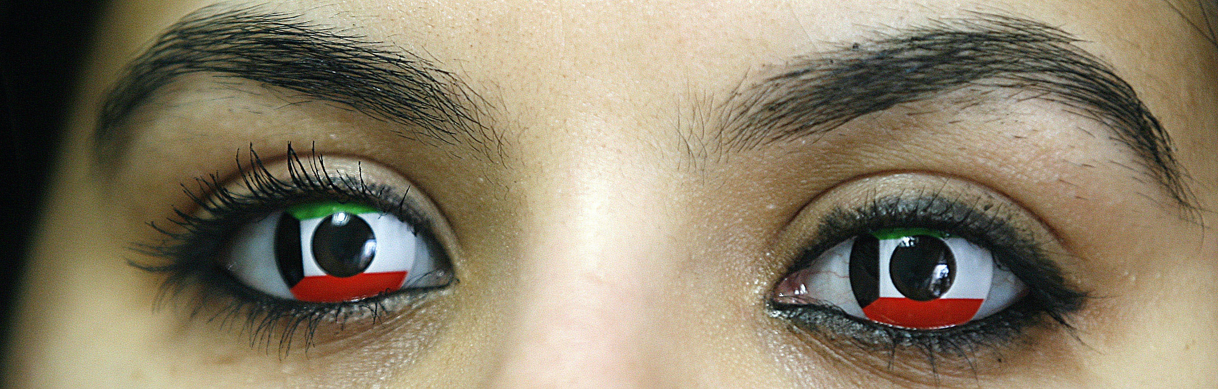 What You Should Know About Buying Colored Contacts For Halloween