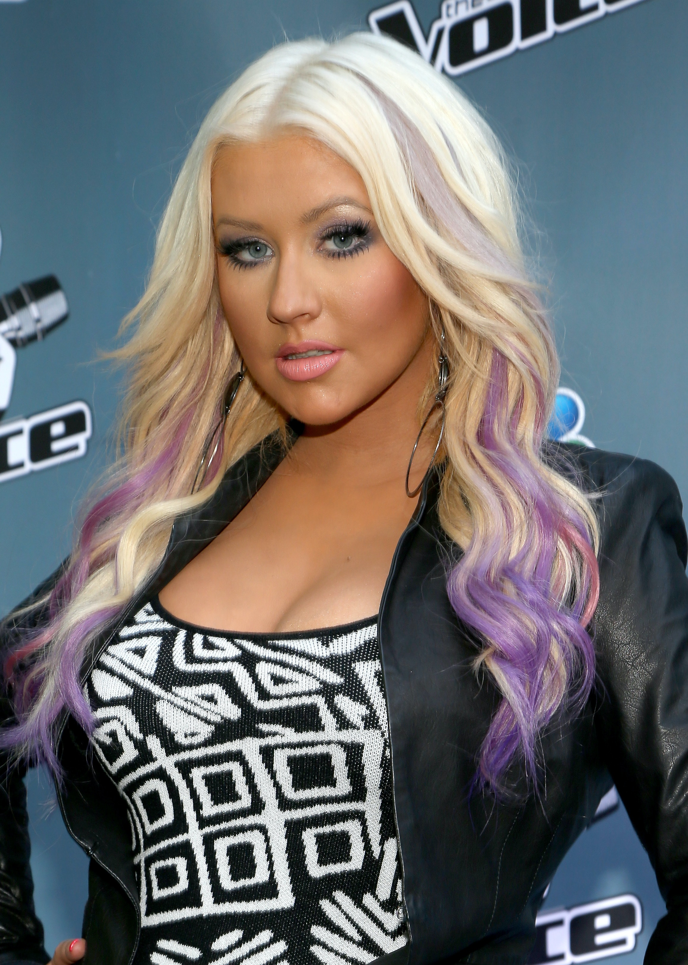 Christina Aguilera S 14 Best Hairstyles Because The Voice Coach Is A True Hair Chameleon