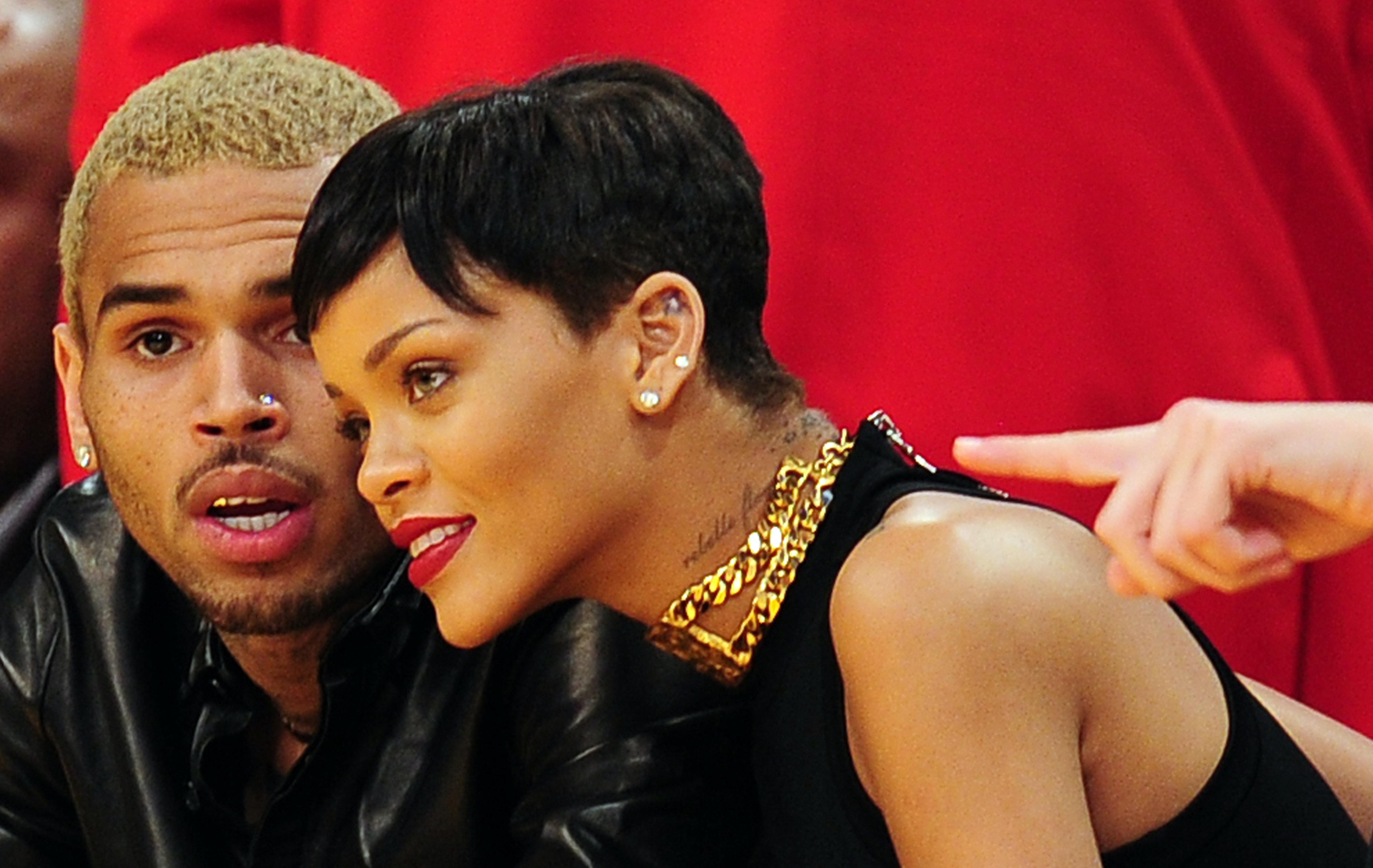 Rihanna Chris Brown dating historia casual dating klänning