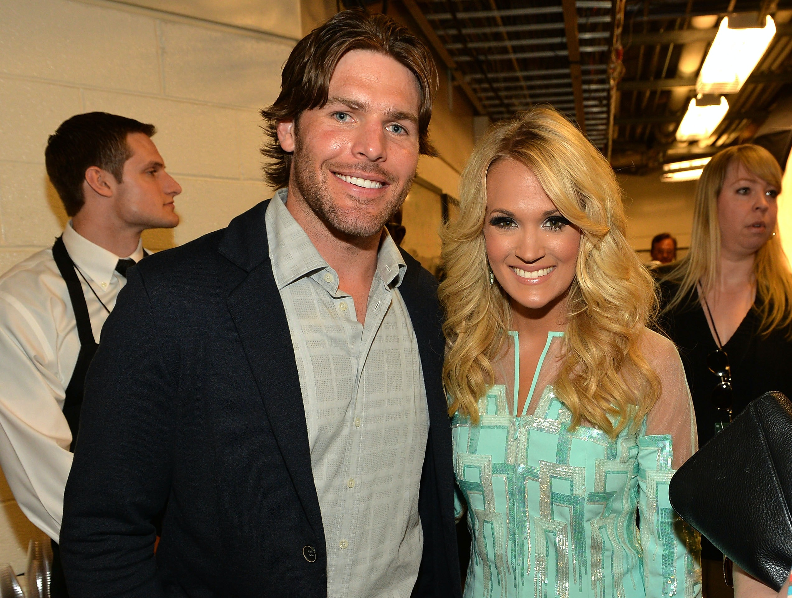 How did carrie underwood mike fisher meet the country star used how did carrie underwood mike fisher meet the country star used her fame to make things less awkward kristyandbryce Images