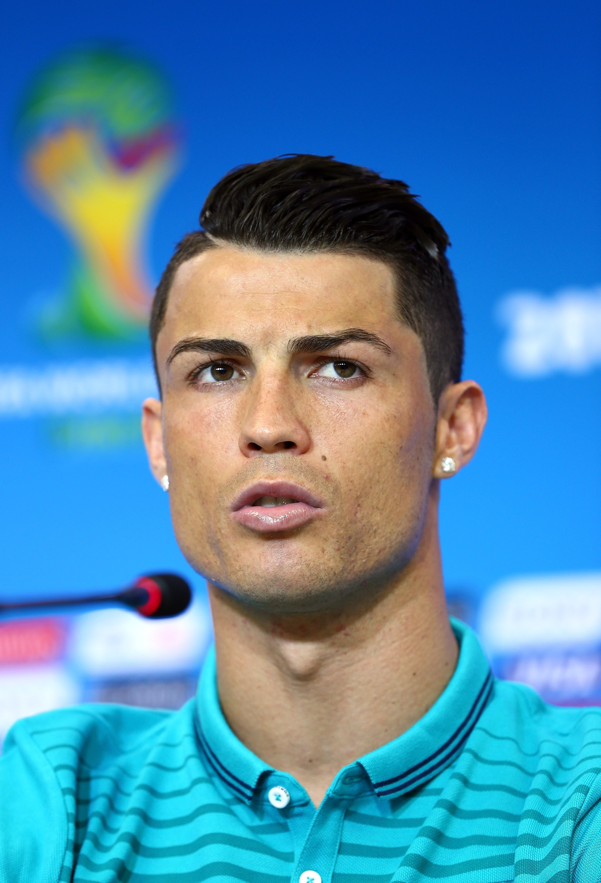 Cristiano Ronaldos Eyebrows And Cara Delevingnes Eyebrows Face Off In The Most Epic Beauty Battle