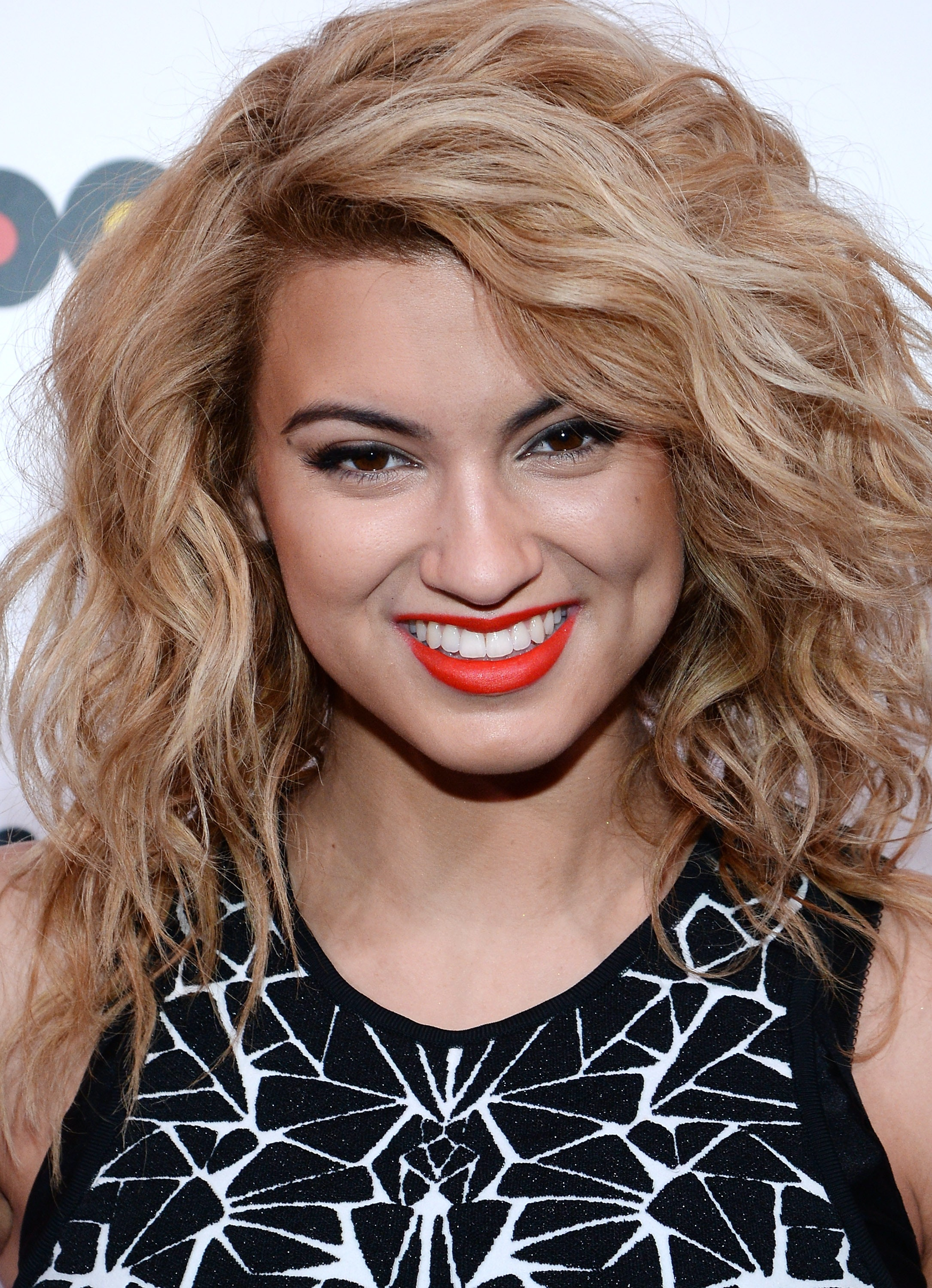 Tori Kelly Is Your New Fashion Icon Because Her Mix Of SoCal Cool