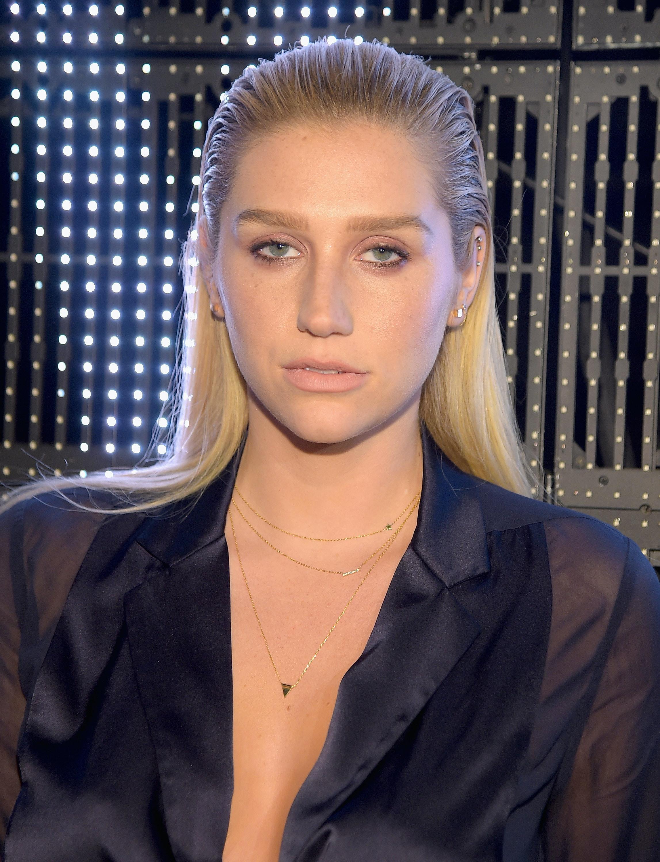 Kesha Poses Without Makeup While Wearing A Bikini Is All Sorts Of - Kesha-no-makeup