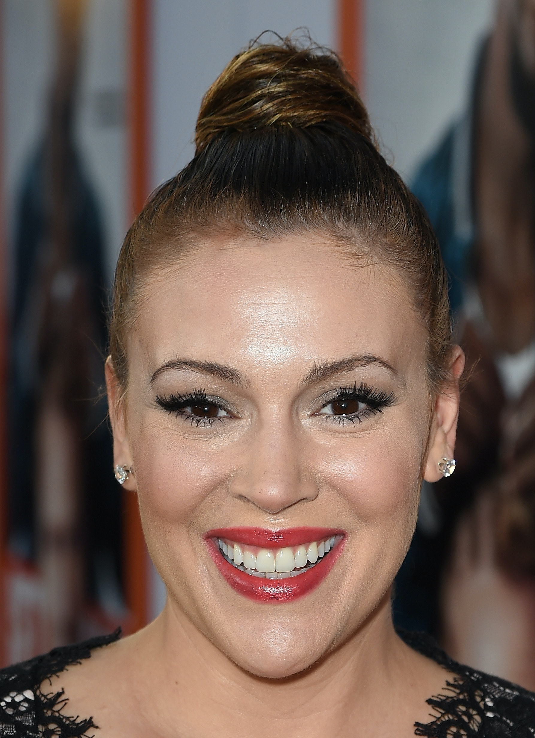 Alyssa Milano Has A Pixie Haircut That Will Remind You Of Her