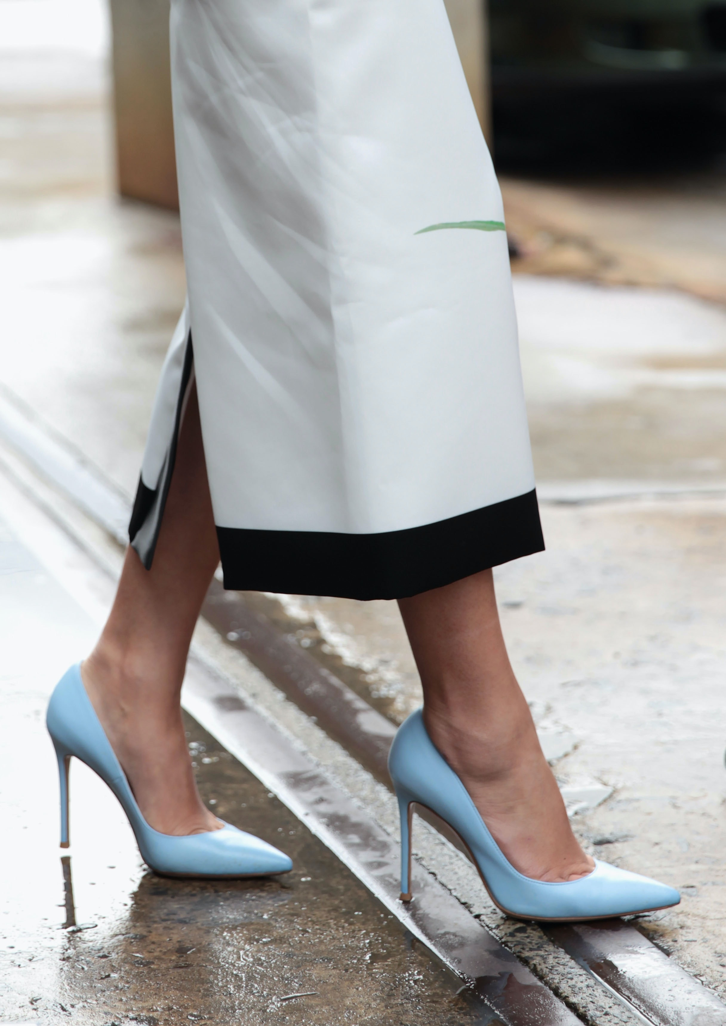 57ce20cae18 7 Signs Your Heels Aren t The Right Size — PHOTOS
