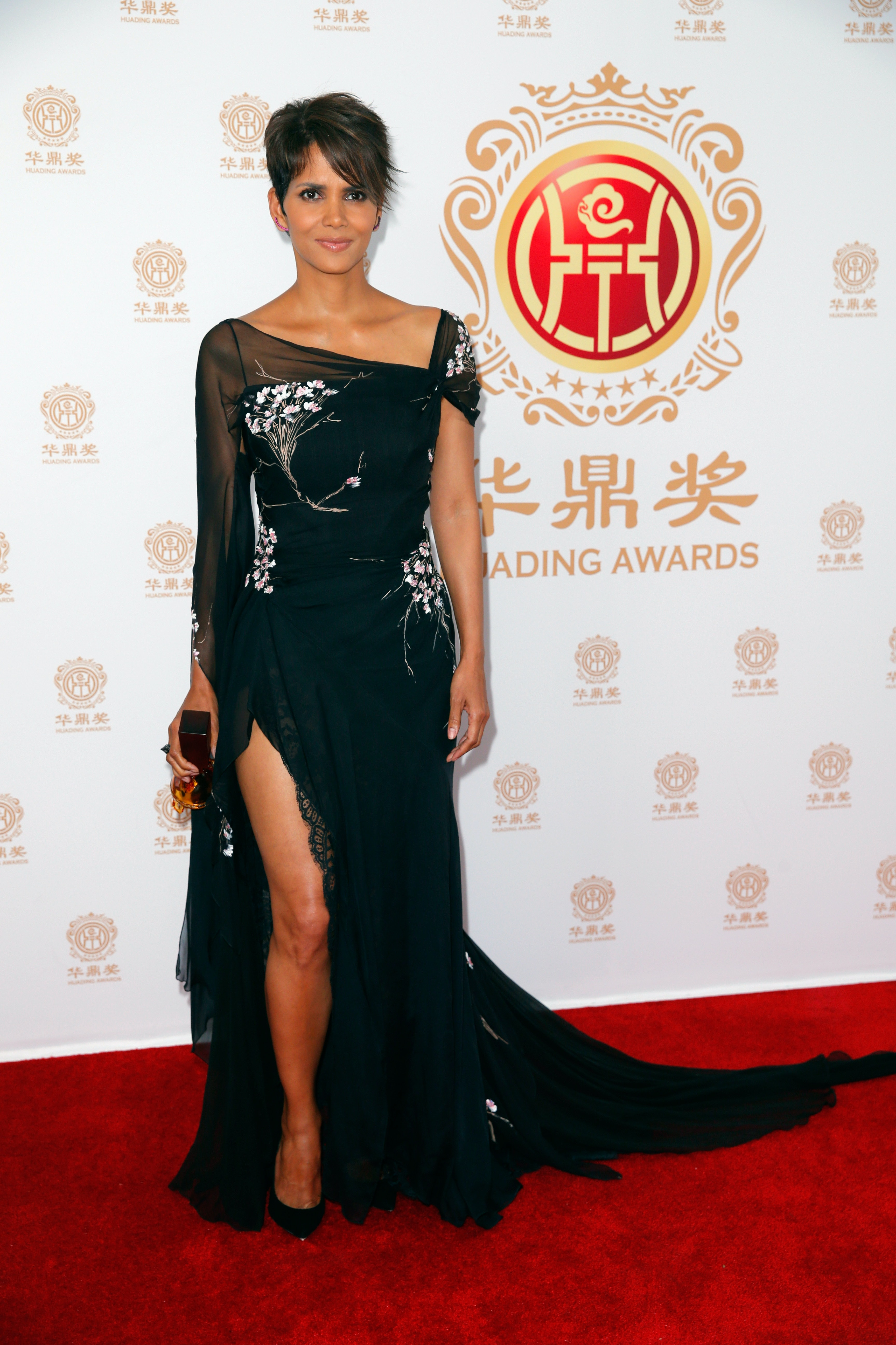 10 Halle Berry Fashion Moments That Prove She\'s Still A Style Storm ...