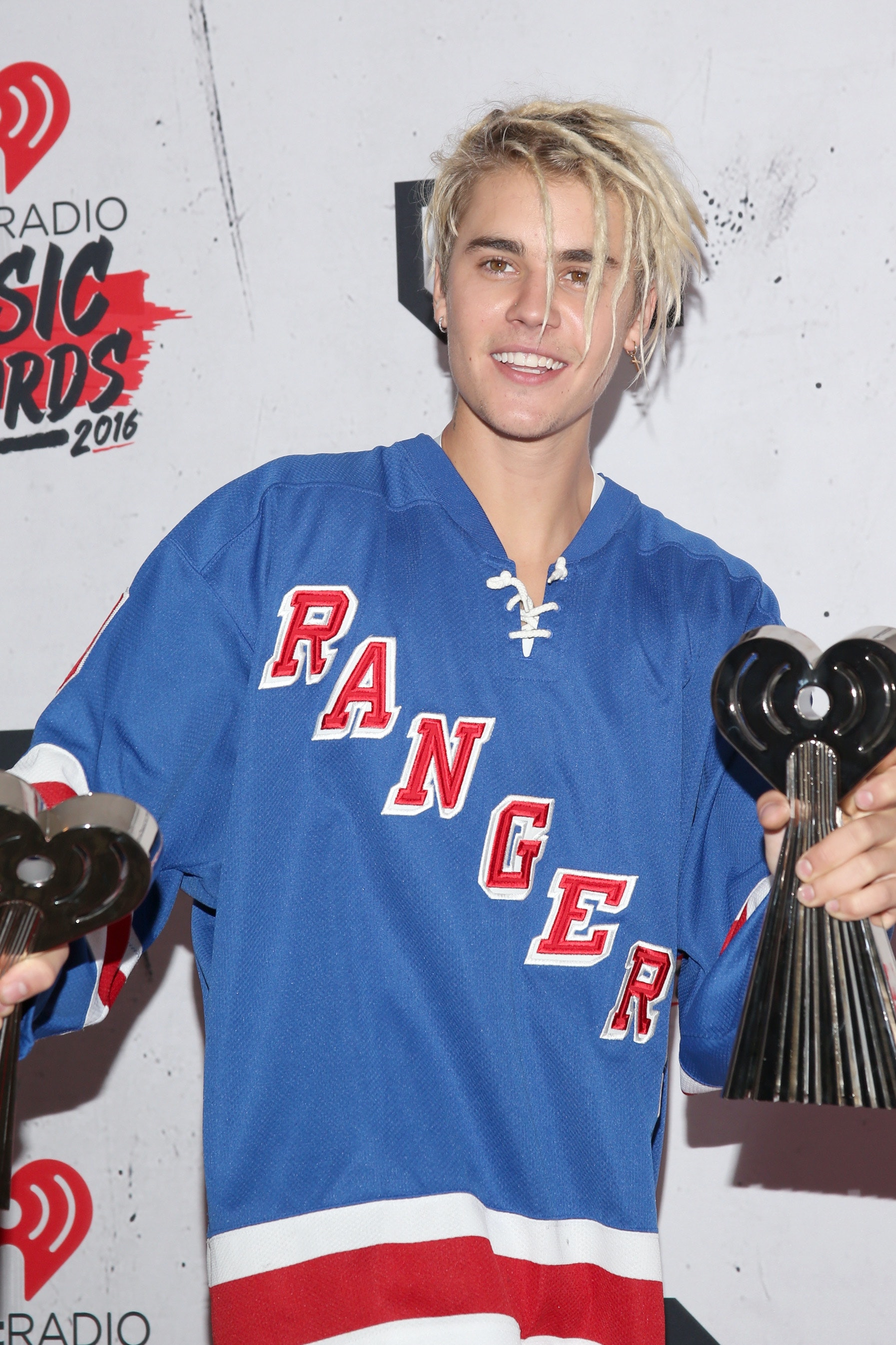 Is Justin Bieber S Platinum Blonde Hair Real His New Look Is A