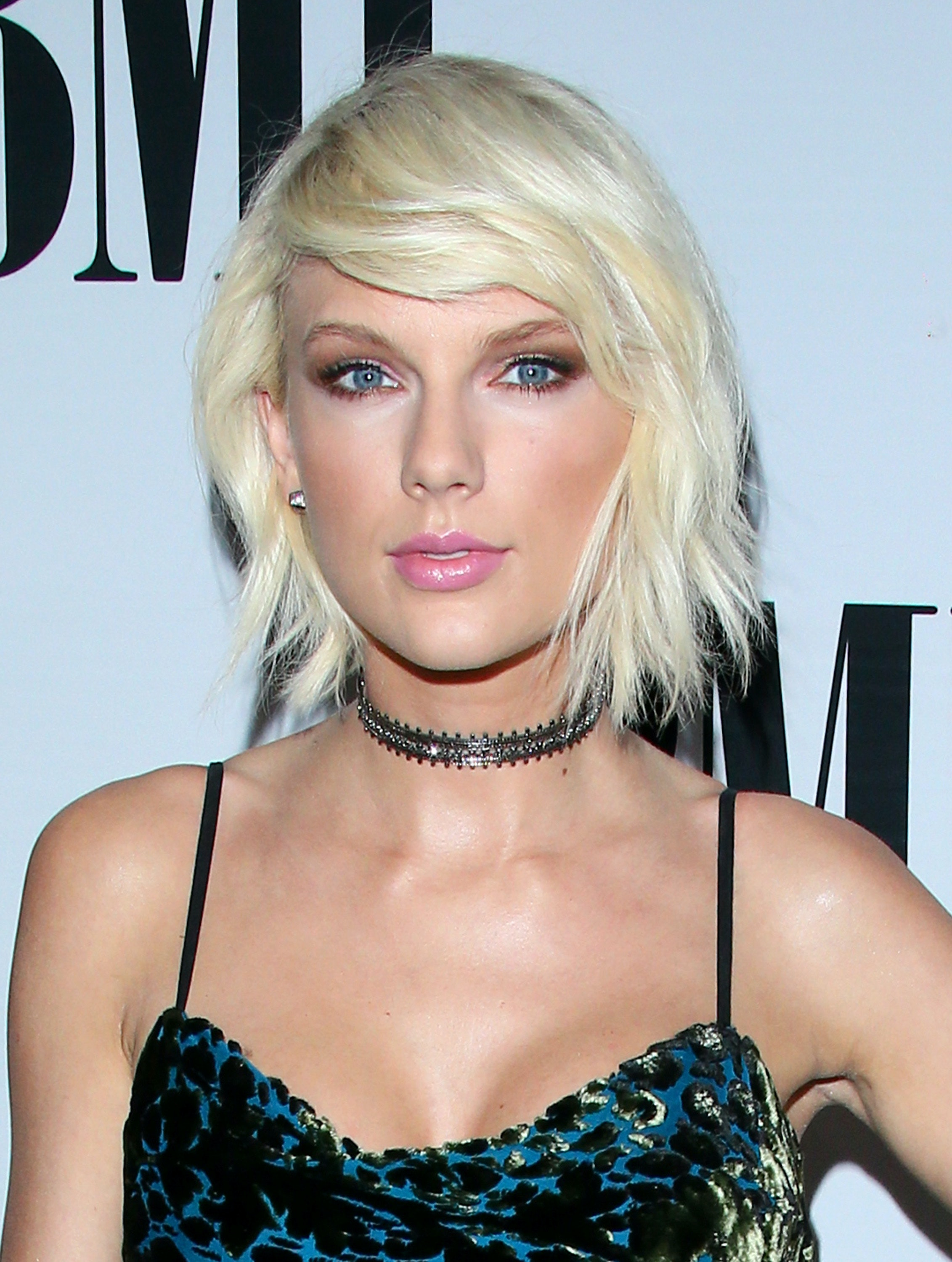 Photos Of Taylor Swifts Natural Blonde Hair Prove Shes Ditched The