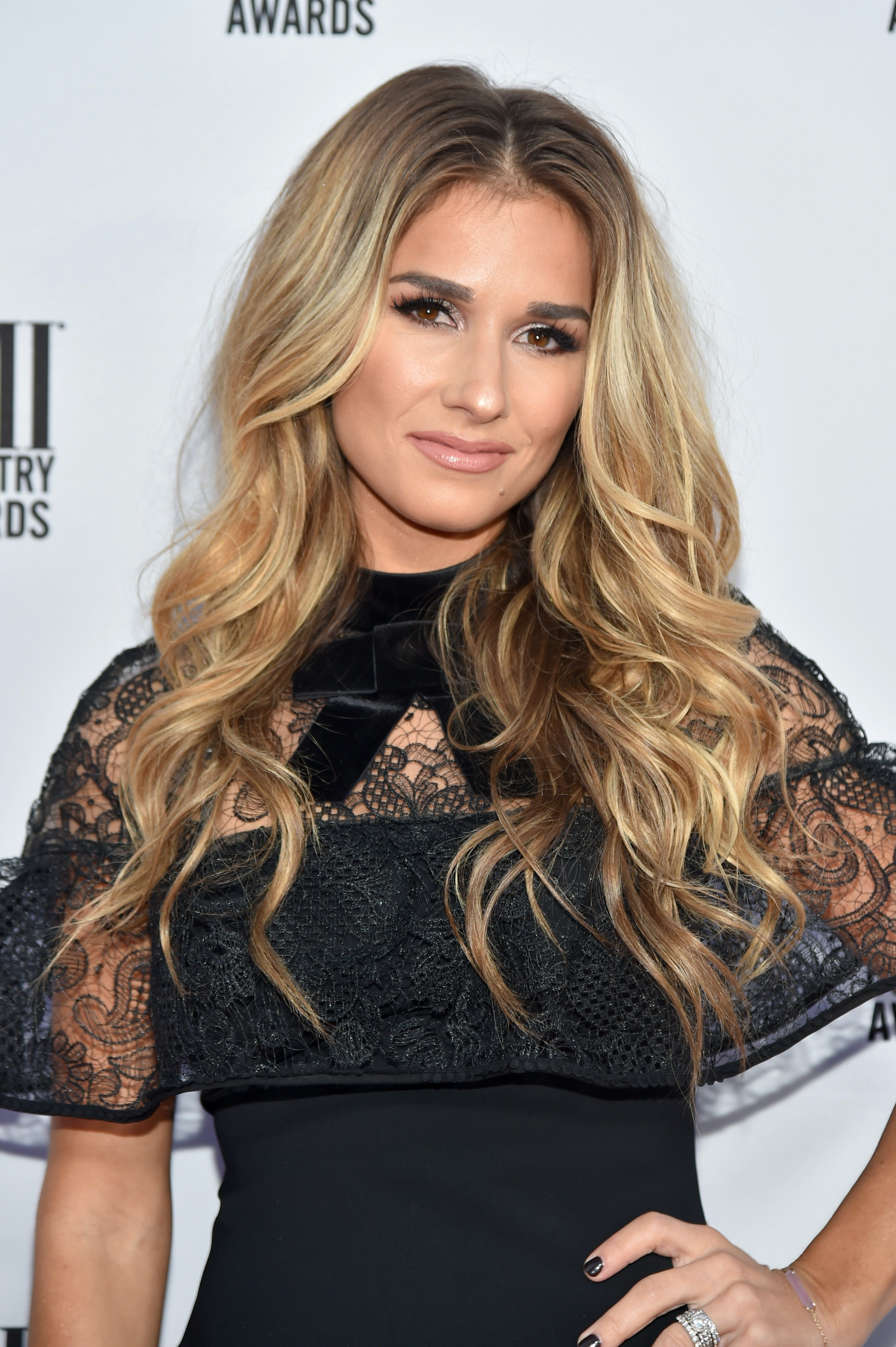 Where To Buy The Jessie James Decker X Fave4hair Curling Iron For