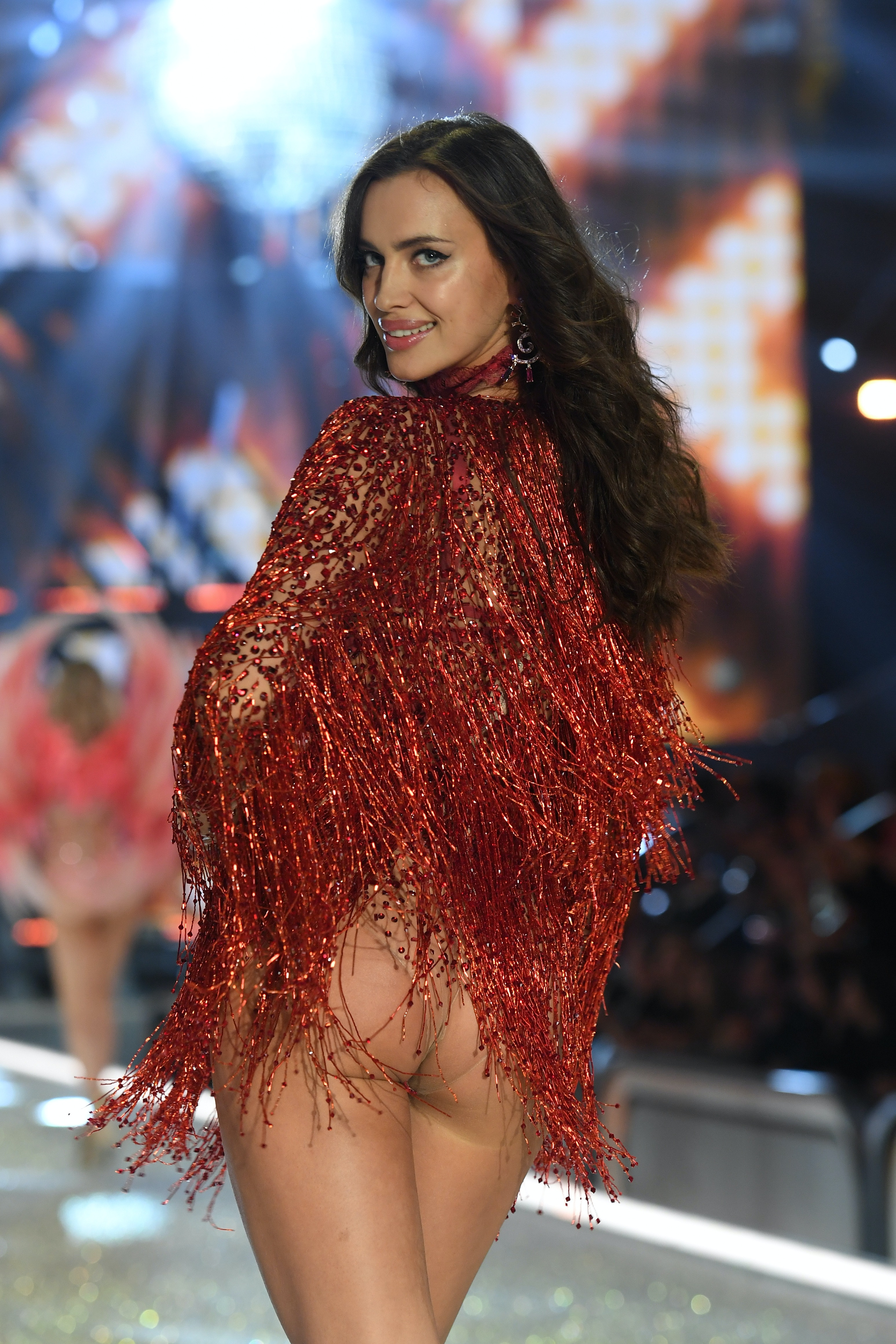 dfb3bfa86a7 Irina Shayk Makes Her 2016 Victoria s Secret Fashion Show Debut   Looks  Absolutely Stunning — PHOTOS