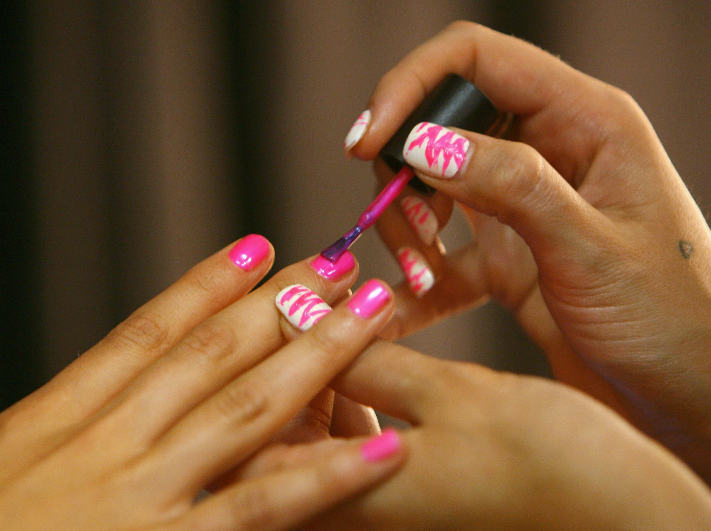 7 Ways To Protect Your Nails When You\'re At The Beach