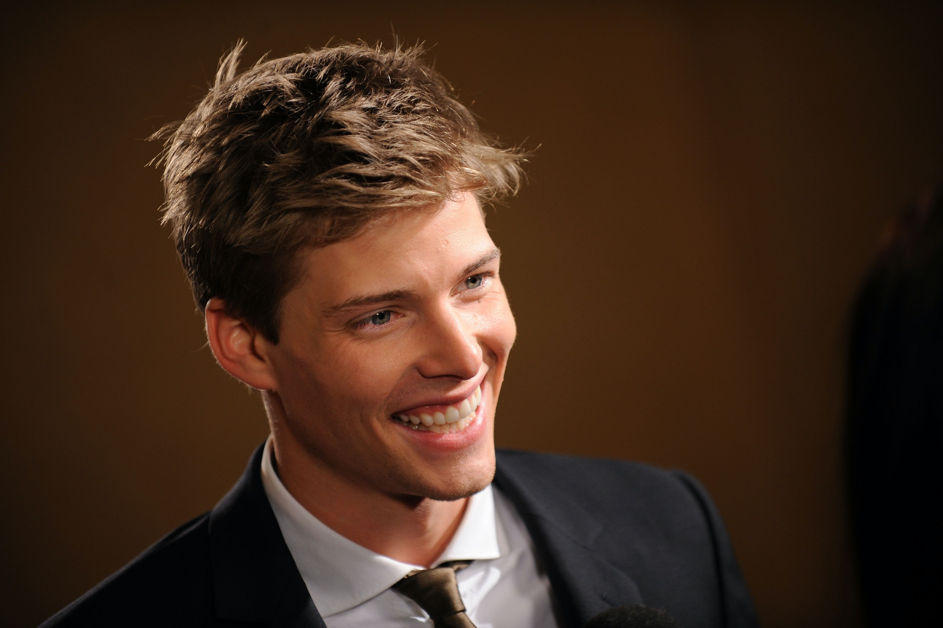 Hunter Parrish Dating Minimalist the 'good girls revolt' cast is rife with talented women