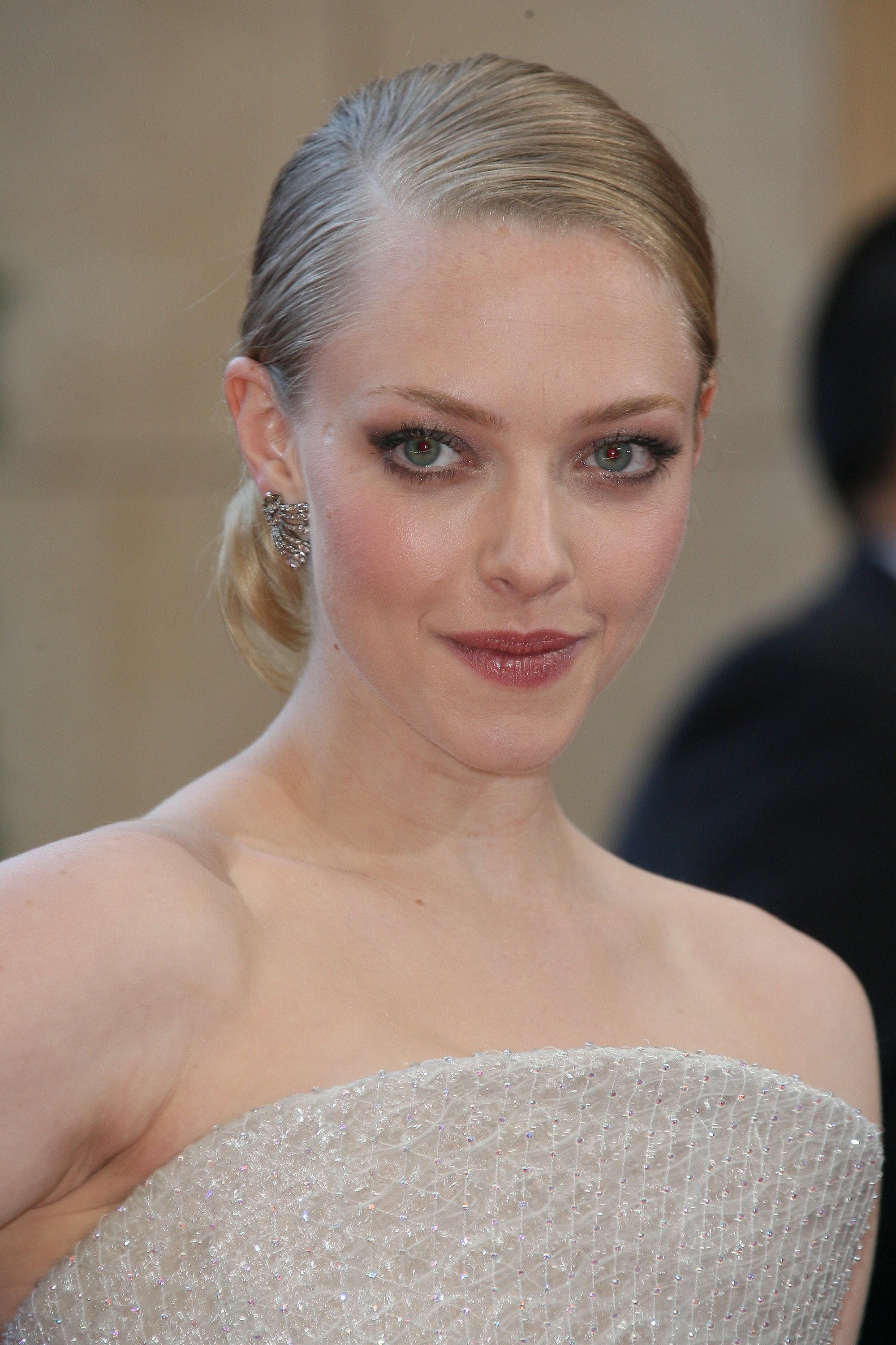 17 Amanda Seyfried Hairstyles To Try At Home Because She Is A Queen