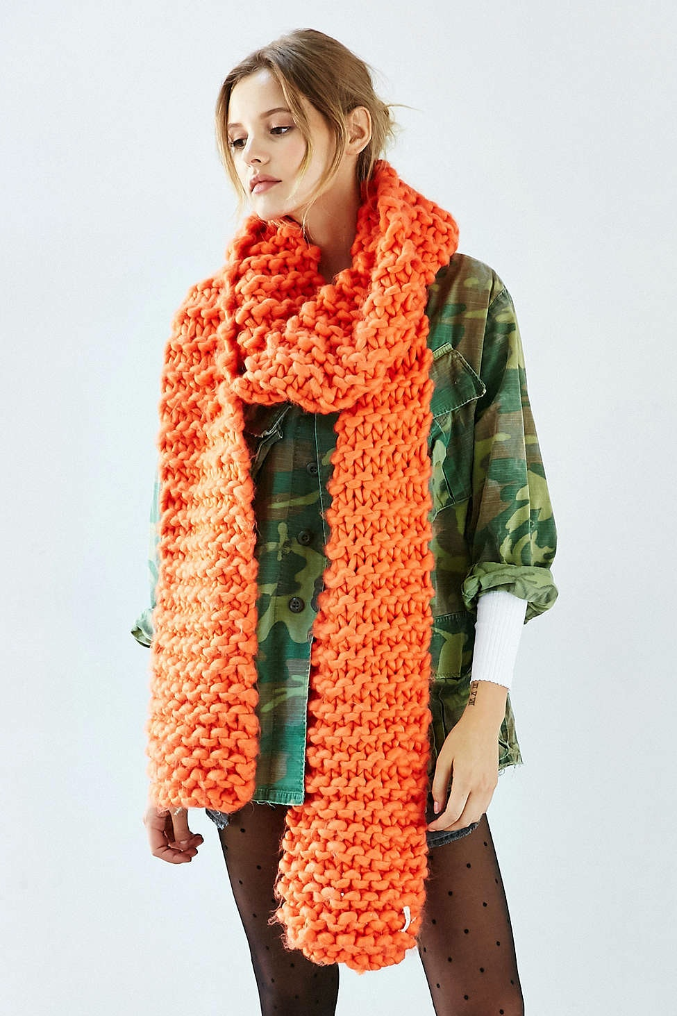 Watch - How to oversized an wear knit scarf video