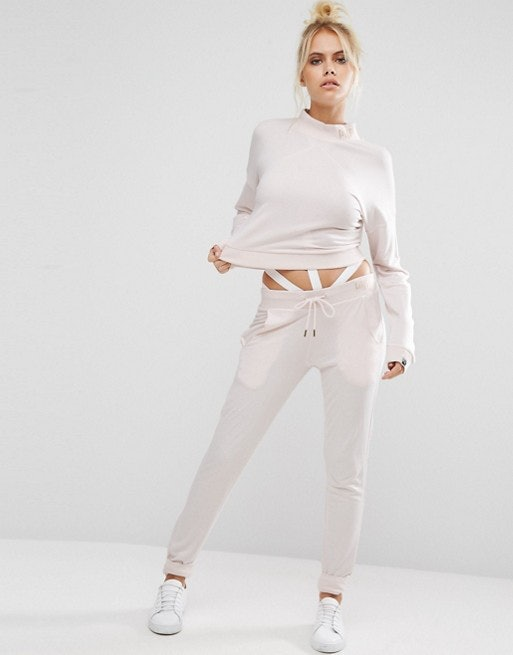 ac50c2f0e17d Where To Buy Kylie Jenner s Pink Sweatsuit So You Can Relax In Style — PHOTO