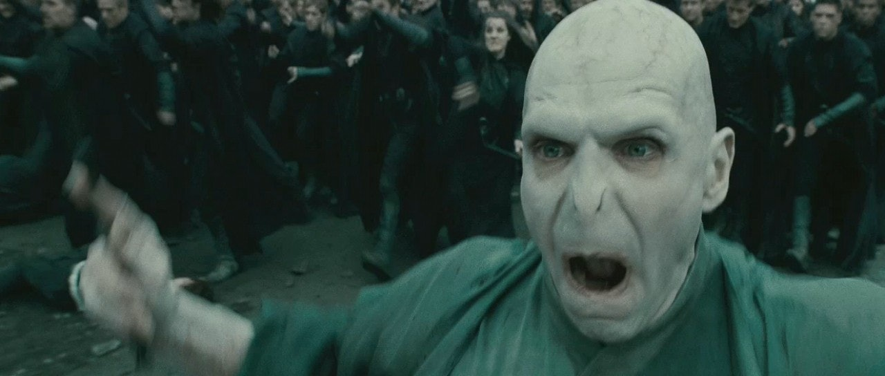 The Secret To Transforming Harry Potter Star Ralph Fiennes Into - Siris human face finally revealed