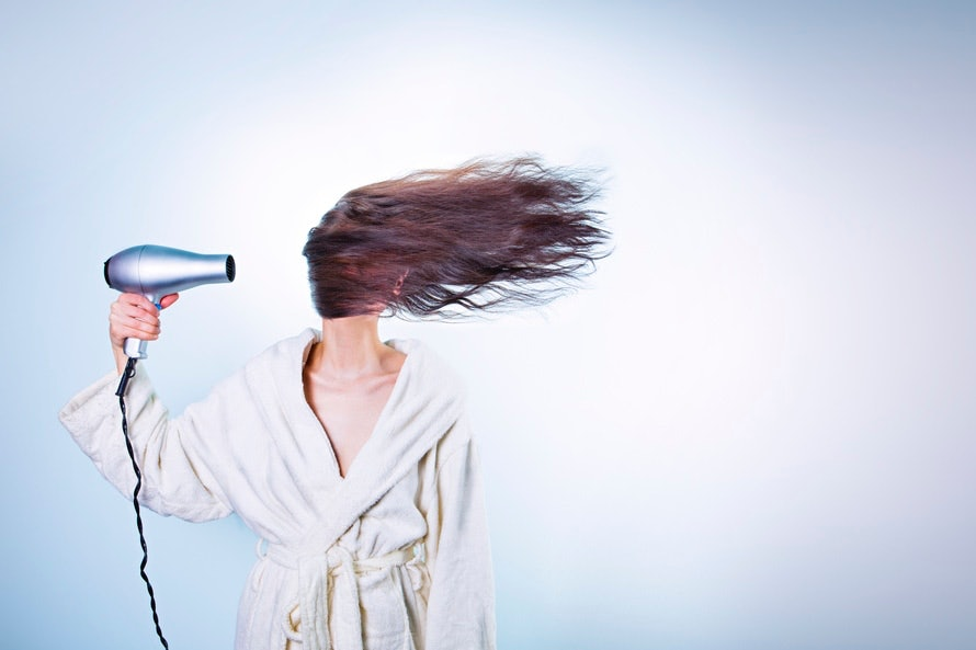 How To Get Rid Of Static Hair According To Expert Stylists