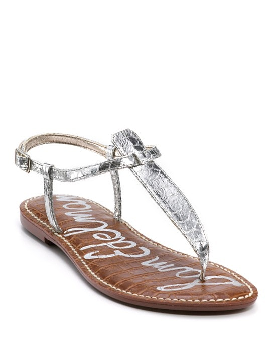 dec33162bf8 11 Wide Feet Shopping Tips To Help You Find The Most Comfortable Shoes For  Your Size