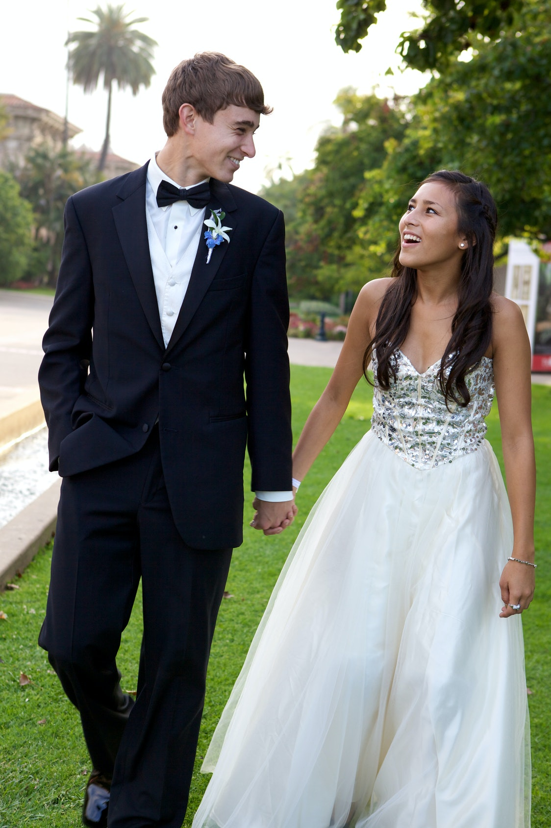 9 Tips For Posing In Prom Photos Because Youll Want To Frame Or