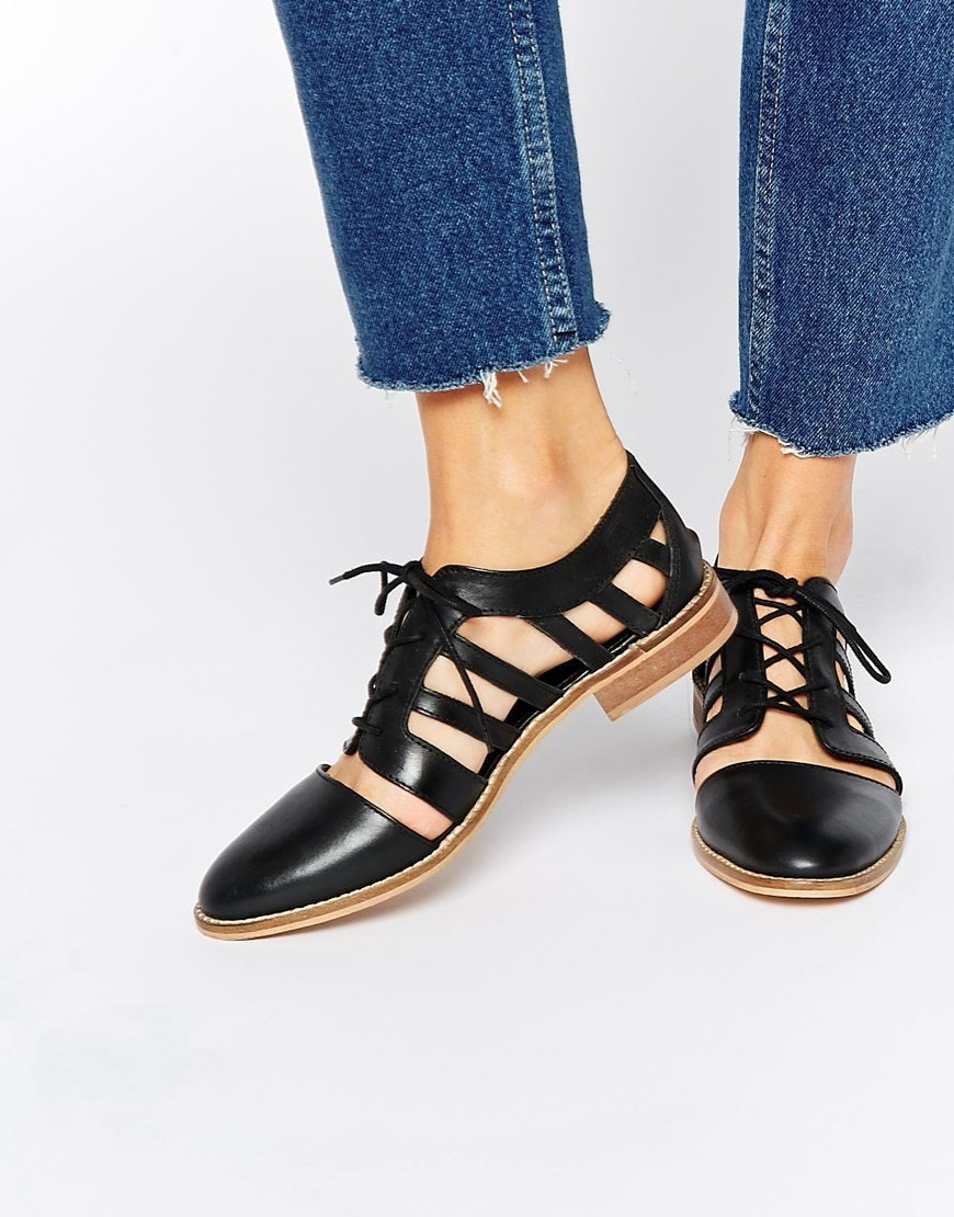 25 Trendy Flats For Fall That Wont Have You Feeling Like Your Kindergarten  Self
