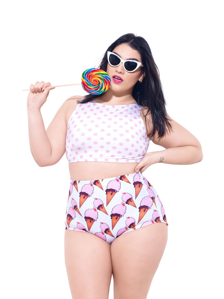 1325e8e594cbf 15 Swimsuit Styles For Plus Size Women With Small Boobs — PHOTOS