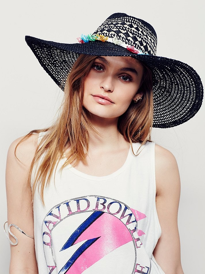 520886ab029 Kendall Jenner Just Made Straw Hats Cool Again — PHOTOS
