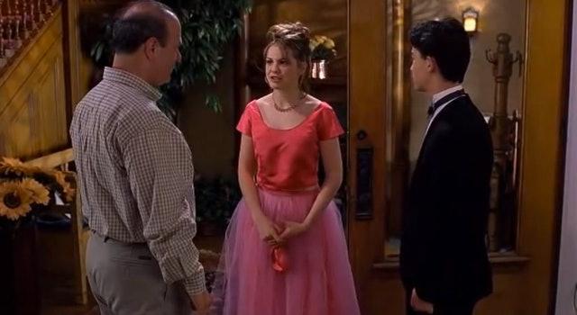 Ingrid Nilsen Wears Crop Top & Maxi Skirt Resembling A \'90s Movie ...