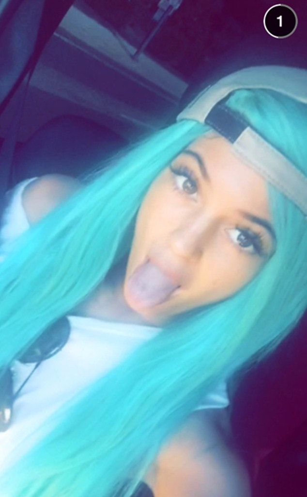 Kylie Jenner Debuts Aqua Blue Hairdid She Dye Her Tresses Or Is It