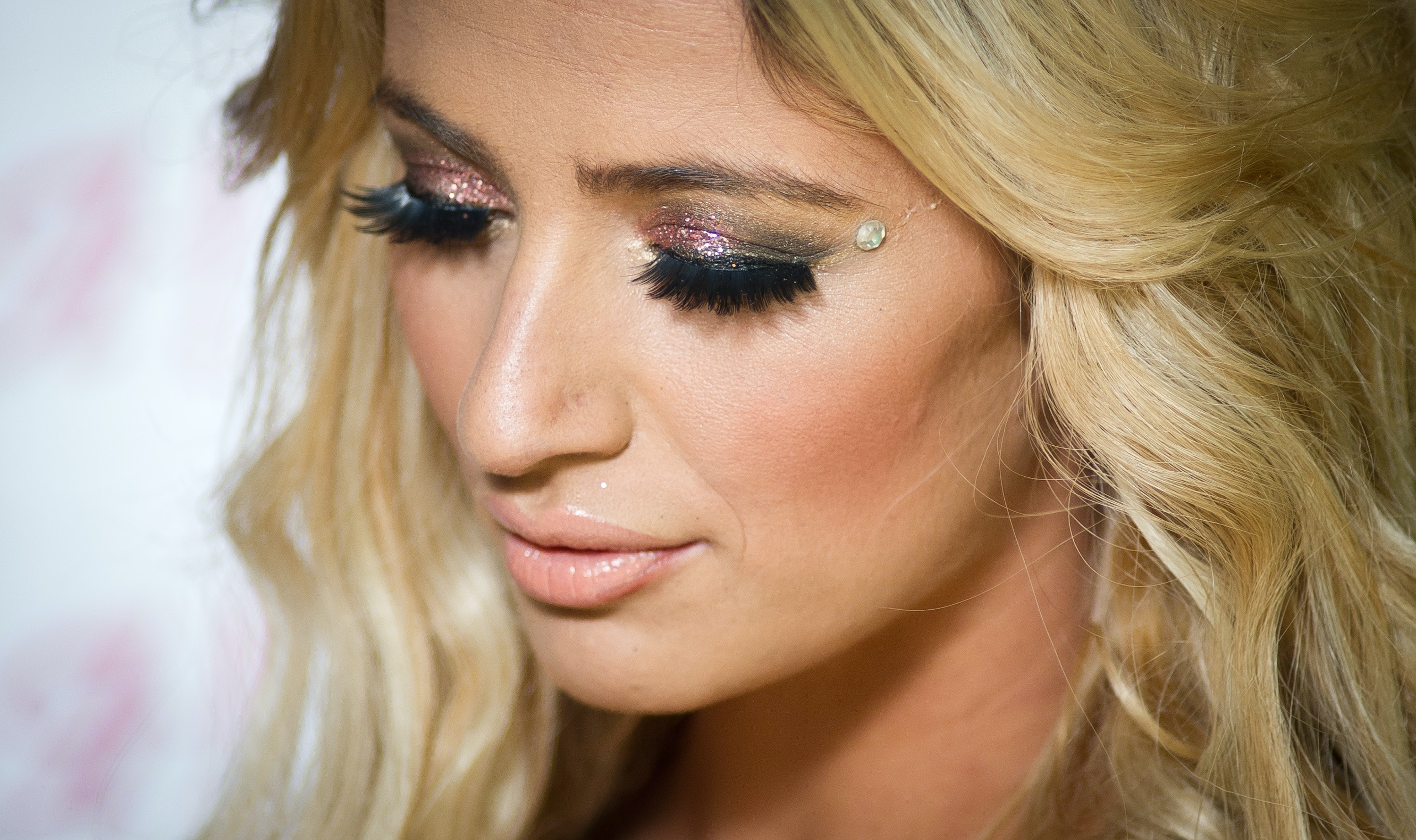 How Many Times You Can Reuse False Lashes, Plus 5 Ways To Make ...