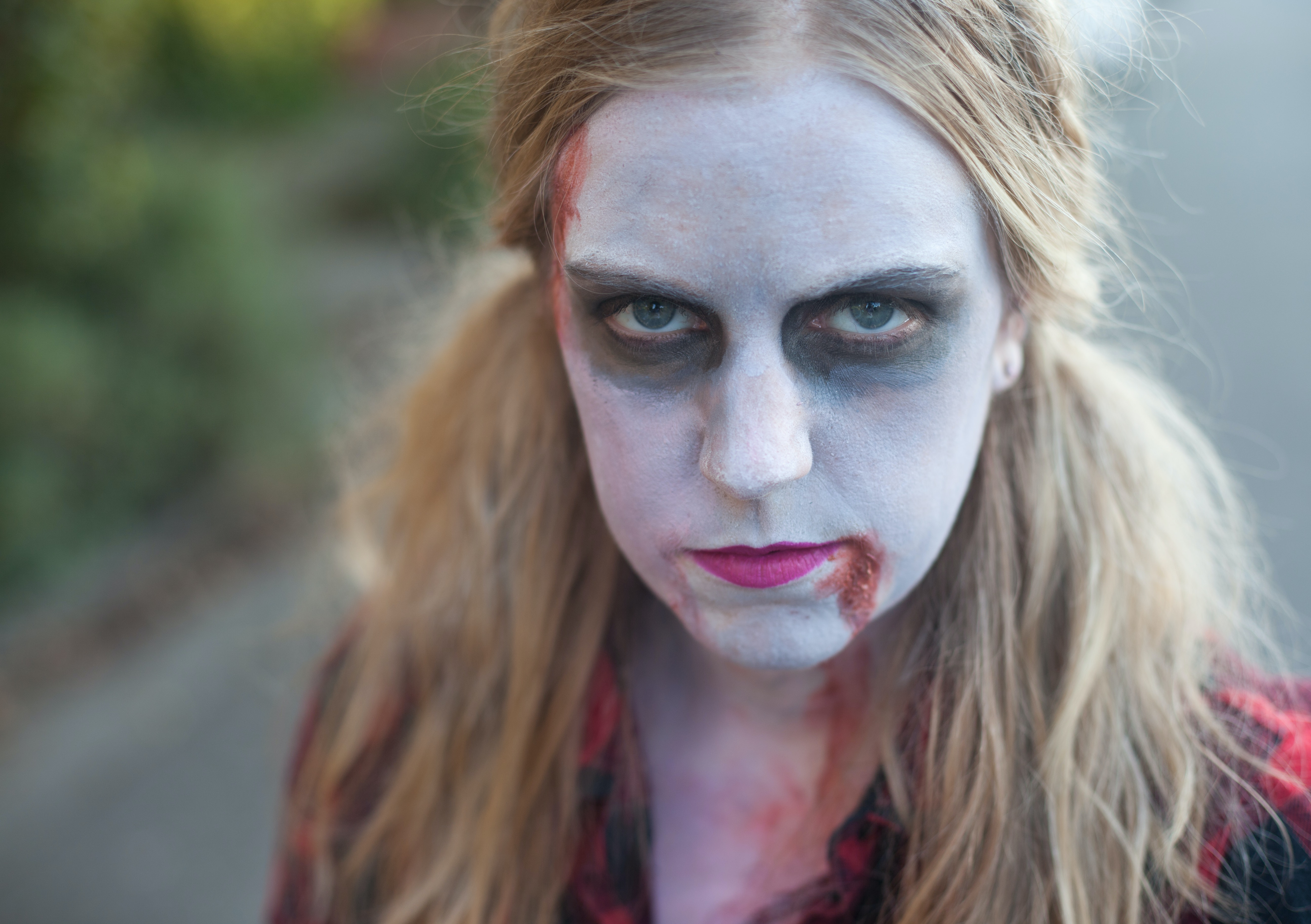 9 Easy Halloween Makeup Ideas From Zombies To Sexy Vampires To ...