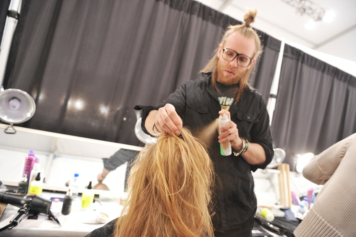 How To Properly Apply Dry Shampoo: 5 Tips From A Celebrity ...