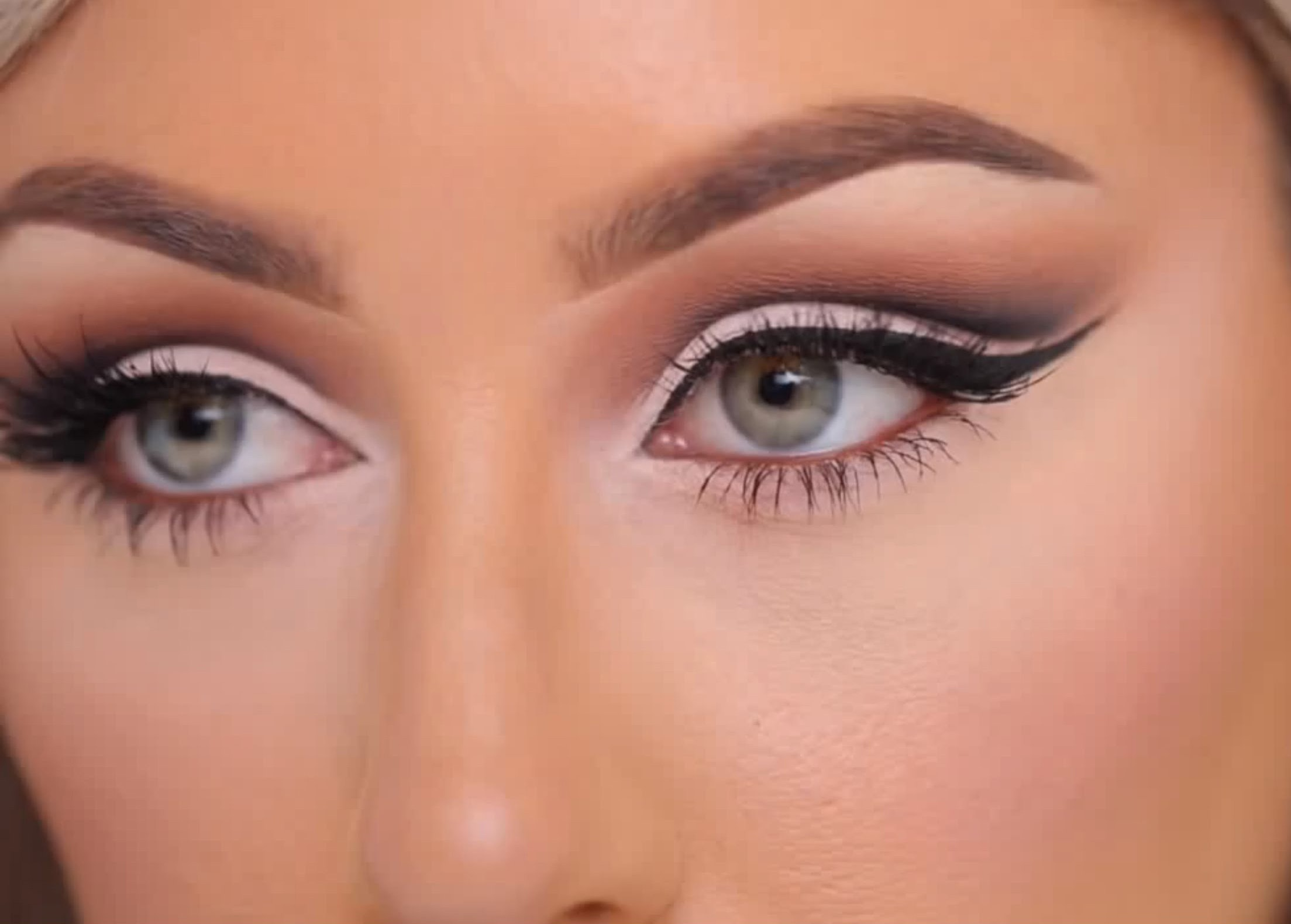 How To Create A Cut Crease With Eyeshadow So Your Eyes Look Bigger &  Brighter €� Photos