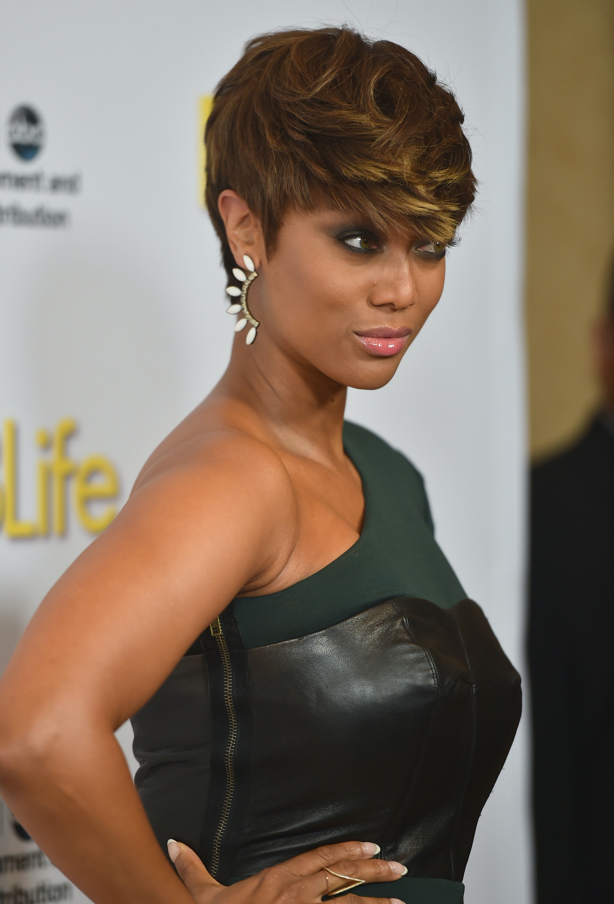 12 tyra banks tweets to live by (the lady is about more than smizing)